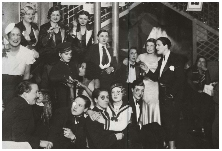 lesbians at Le Monocle, France